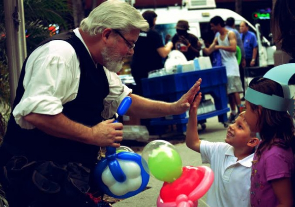 Balloon Sculptor Carl Skenes