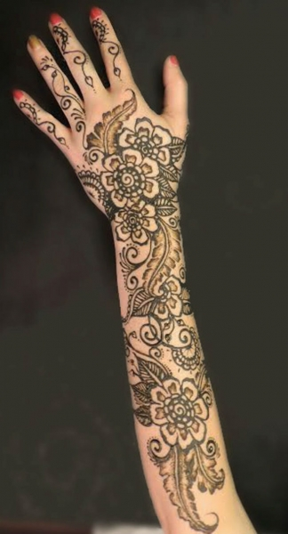 Henna by Danielle Poulter