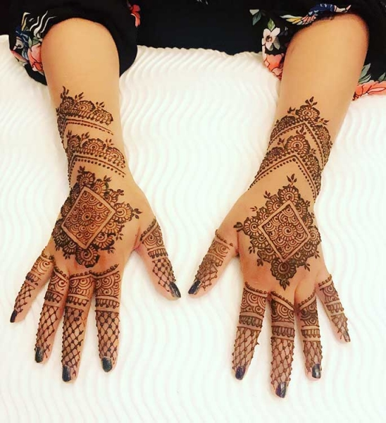 henna art by Maha Khan