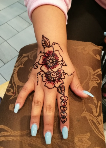 Naz Pirani Henna Tattoo Artist