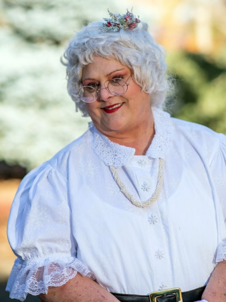 Gail Holmes Holiday Entertainer