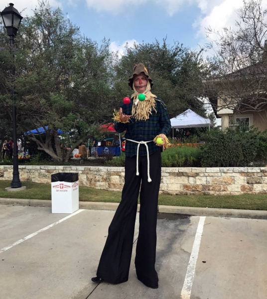 Ryan Magnuson Stilt Walker