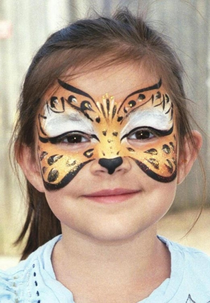 Face painting by Shannon Doran