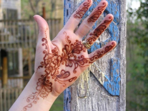 Henna tattoo design by Deborah Brommer